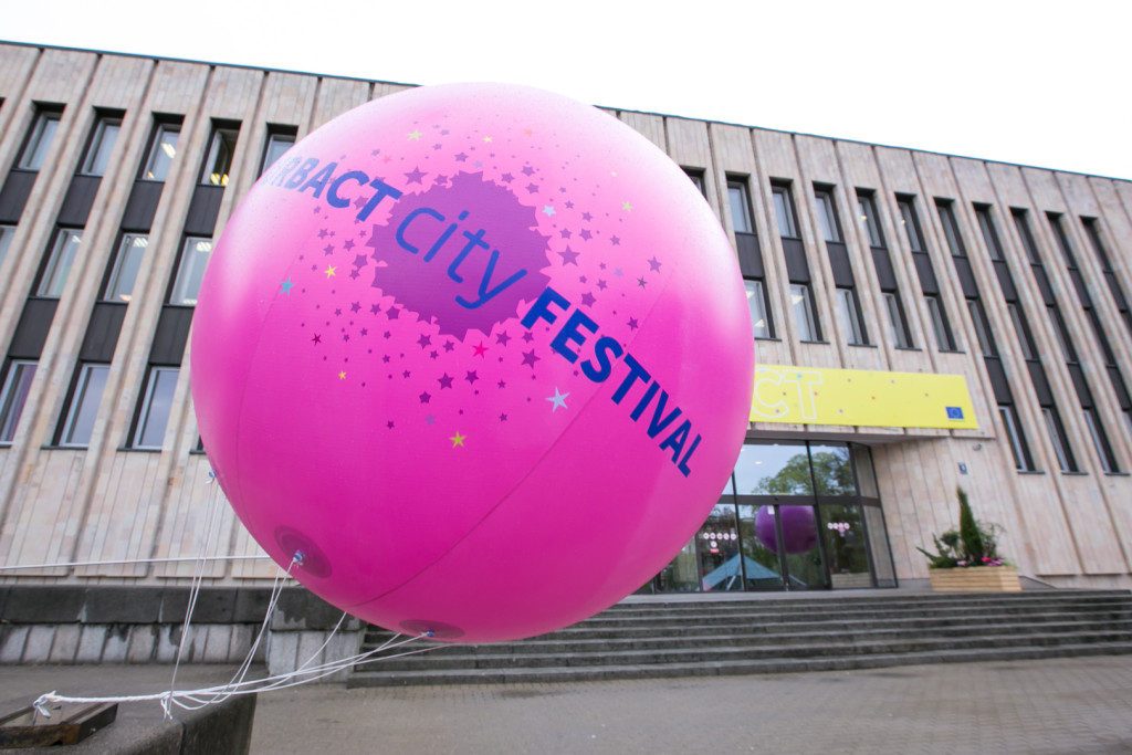 The Riga CIty festival festive balloons and atmosphere ©URBACT